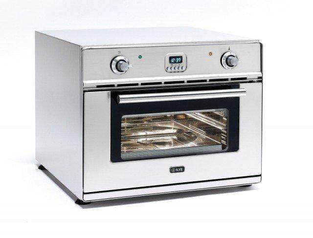 Il forno da incasso, può essere anche mobile e trasportato tramite apposito box da una cucina all'altra, dalla casa di città a quelle delle vacanze. Ha termostato a 400° e controllo elettronico della temperatura. In classe A, all'occorrenza cucina una vera e propria pizza in soli 2 minuti e mezzo. Ha capacità di 35,1 litri con misure interne di L 44 x P 23 x H 45 cm. Prezzo 1.720 euro. www.ilve.it