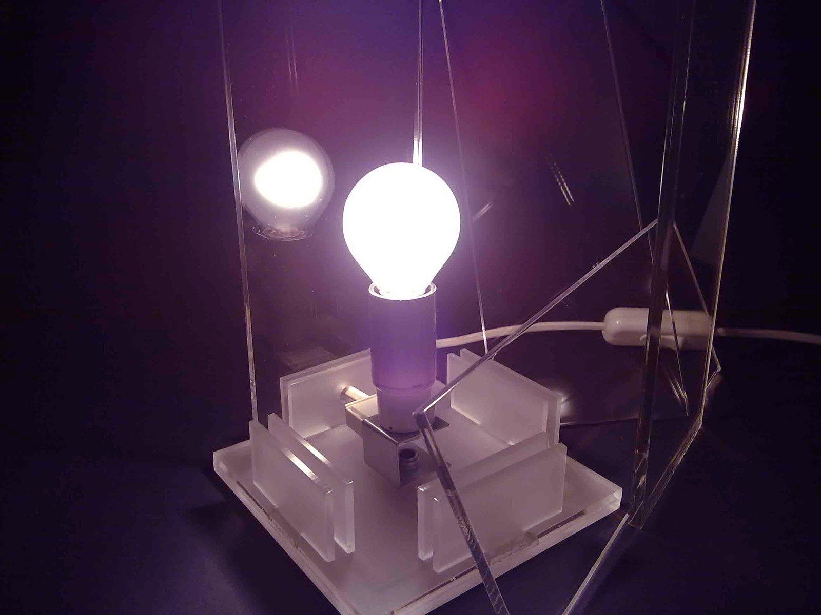 Lampade e riciclo per un 39 arte ecosostenibile cose di casa - Tavolo cristallo rotto ...