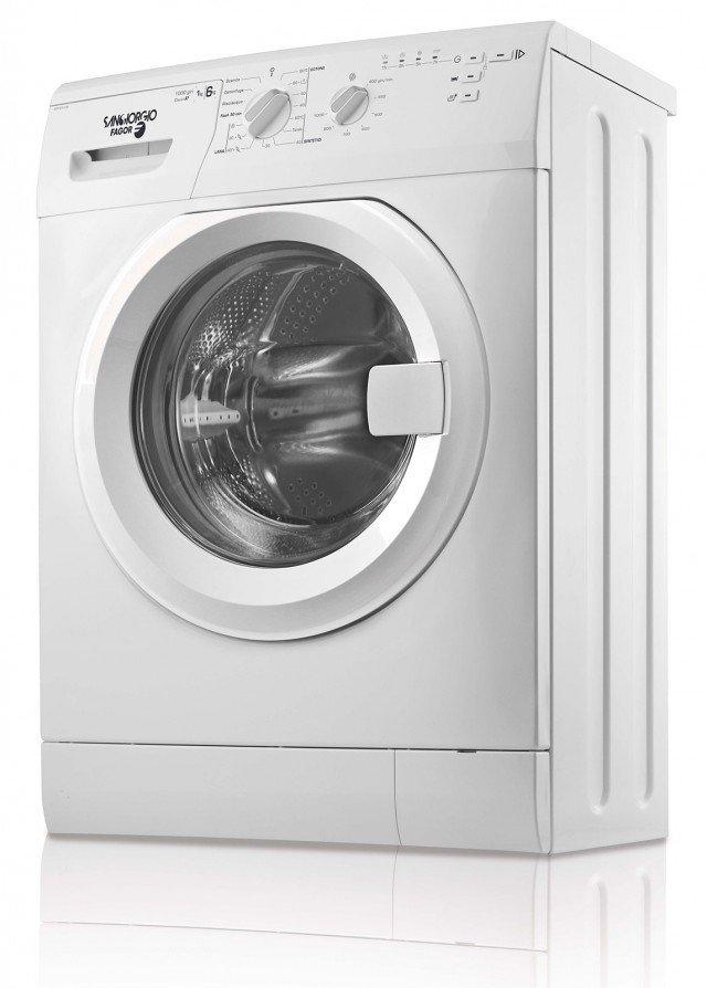 Per chi dispone di spazi ristretti, la lavatrice della Linea Slim SGFS 3106 di SanGiorgio ha una profondità di soli 41,6 cm pur avendo capacità di carica di 6 kg. In classe A +, è dotata di rilevazione automatica del carico, oblò da 33 cm con apertura a 155° e 15 programmi di lavaggio. Prezzo 429 euro. www.sangiorgio-elettrodomestici.it