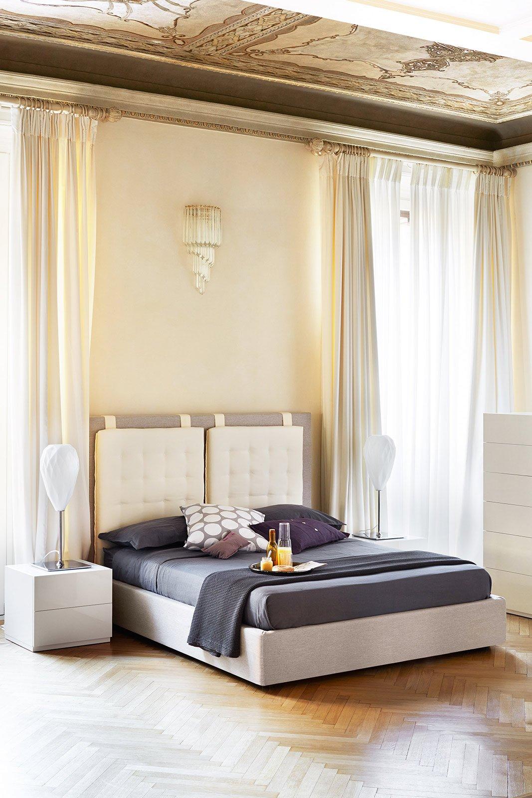 Camera da letto a tinte chiare cose di casa - Testate letto con cuscini ...