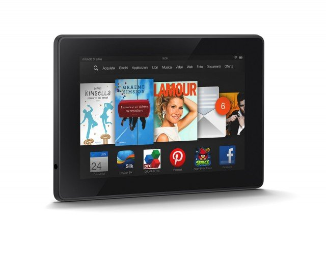 Tablet con schermo ad alta definizione, Kindle Fire HD di Amazon. Dotato di potente processore dual-core 1,5 GHz, due altoparlanti stereo con audio Dolby Digital Plus e wi-fi dual band integrato che consente di velocizzare i tempi per il download e la navigazione internet. Dispone di sistema operativo Fire OS e Fire OS 3.0 con nuovissime funzioni e applicazioni. Prezzo 139 euro. www.amazon.com
