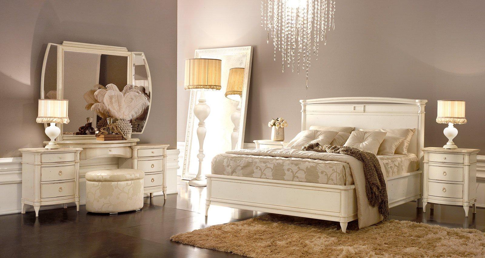 Camera da letto a tinte chiare cose di casa for Mobili neoclassici