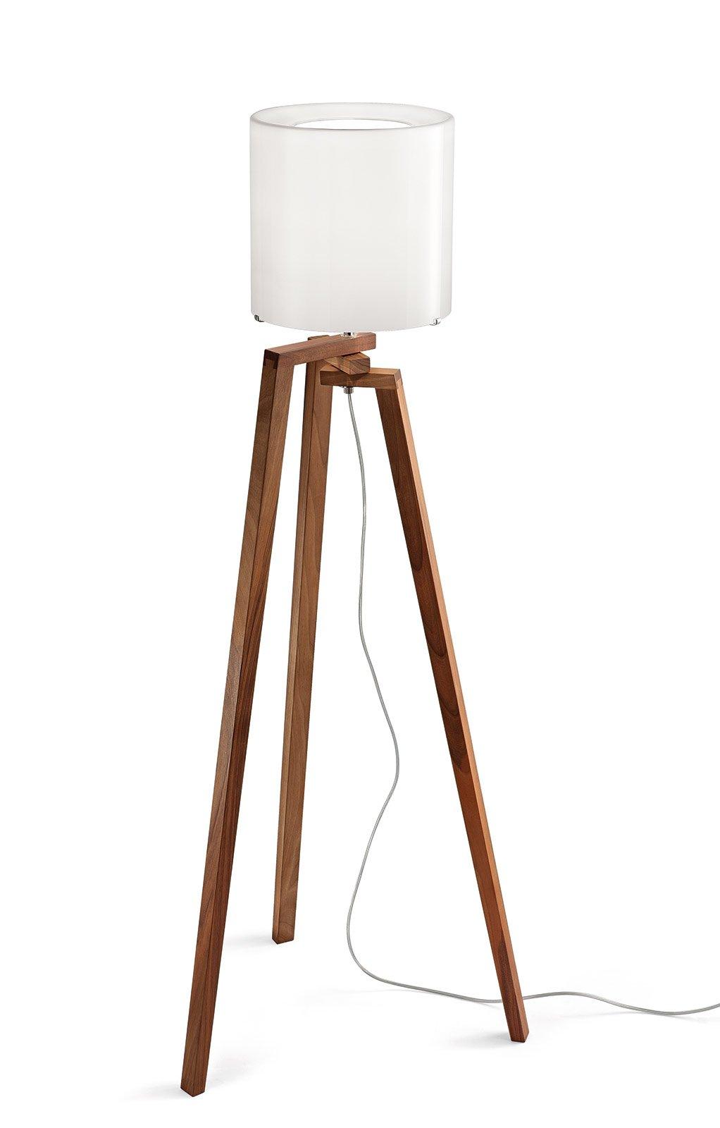 contesti, la lampada da terra Trepai di Vistosi ha la base in legno ...