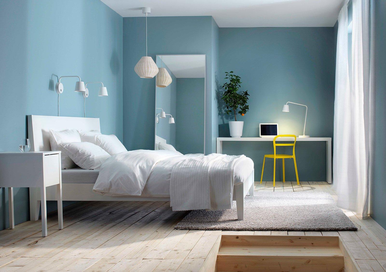 Camera da letto a tinte chiare cose di casa - Camera da letto moderna ikea ...