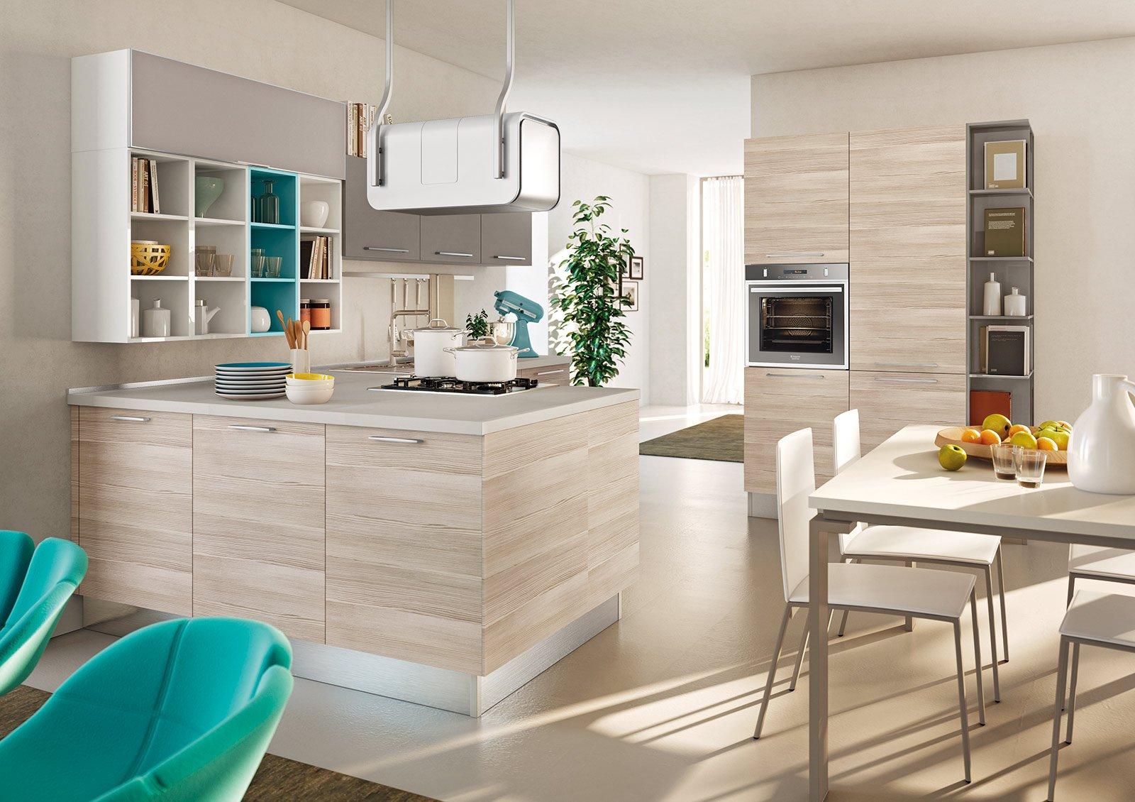 Cucina bianca e legno wenge - Colore parete cucina noce ...