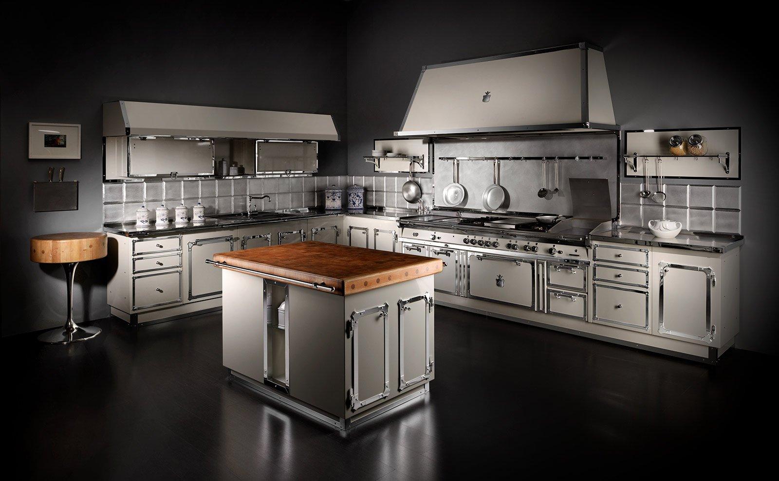cucina completa angolare signoria palace di officine gullo in acciaio ad alto spessore verniciato a