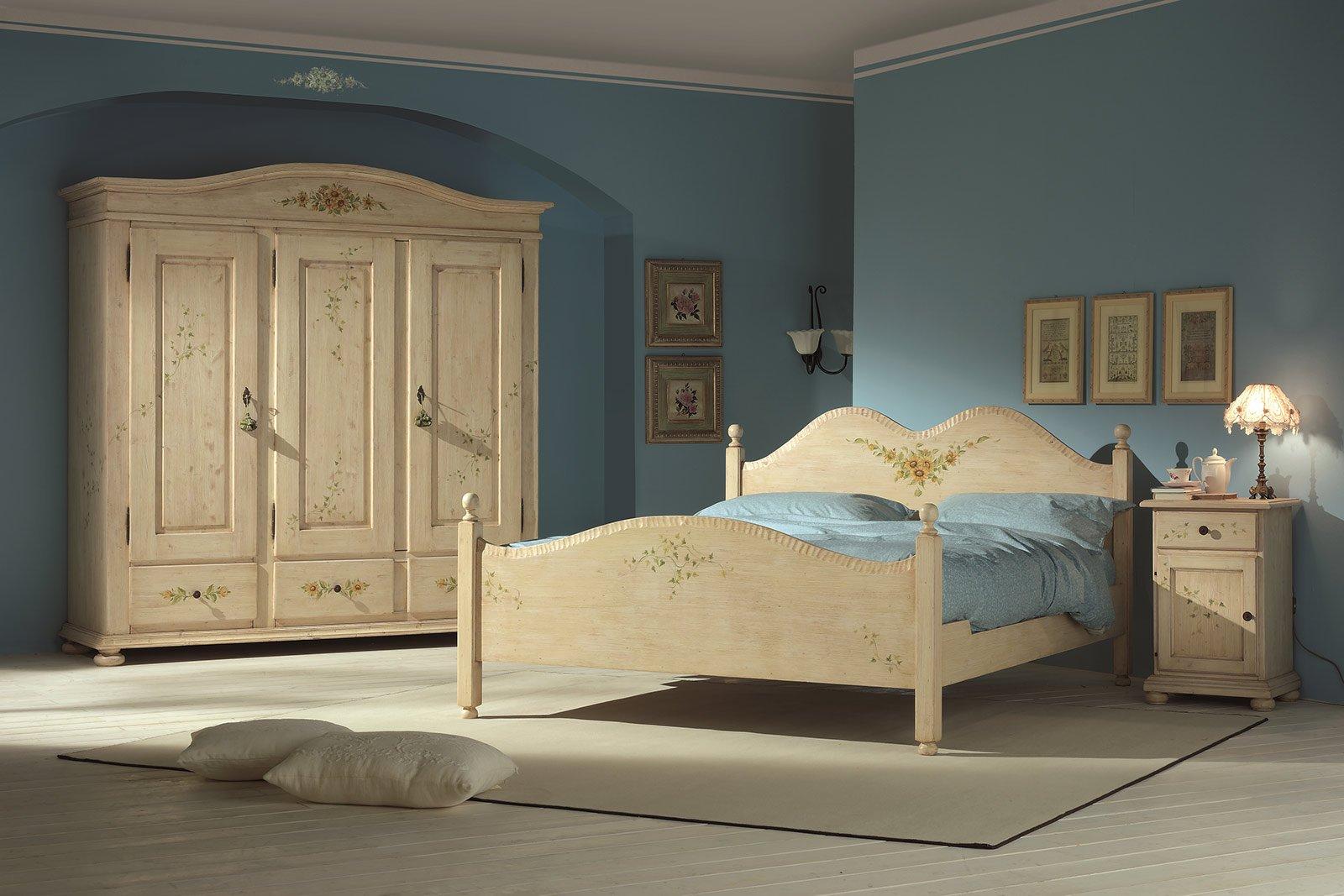 Stile COUNTRY Il letto Dune della collezione I Decorati è lucidato a ...