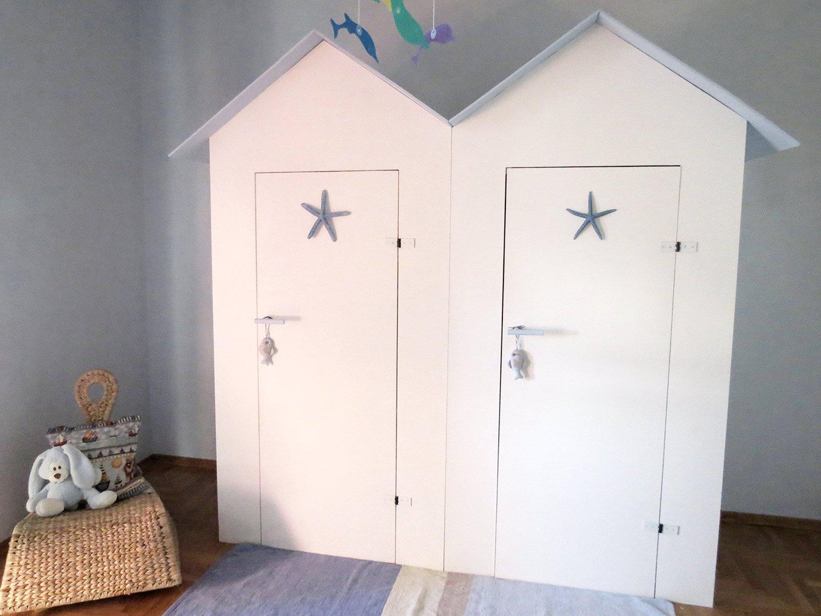 l 39 armadio dei bambini in una cabina cose di casa