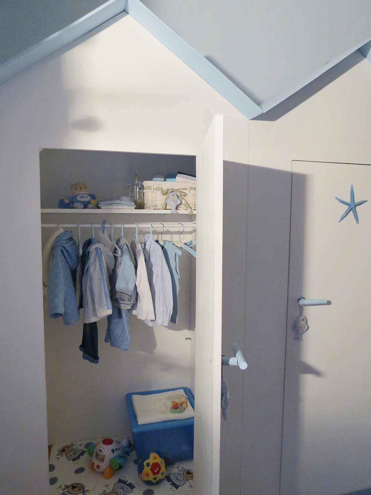 L 39 armadio dei bambini in una cabina cose di casa for Armadio in stoffa