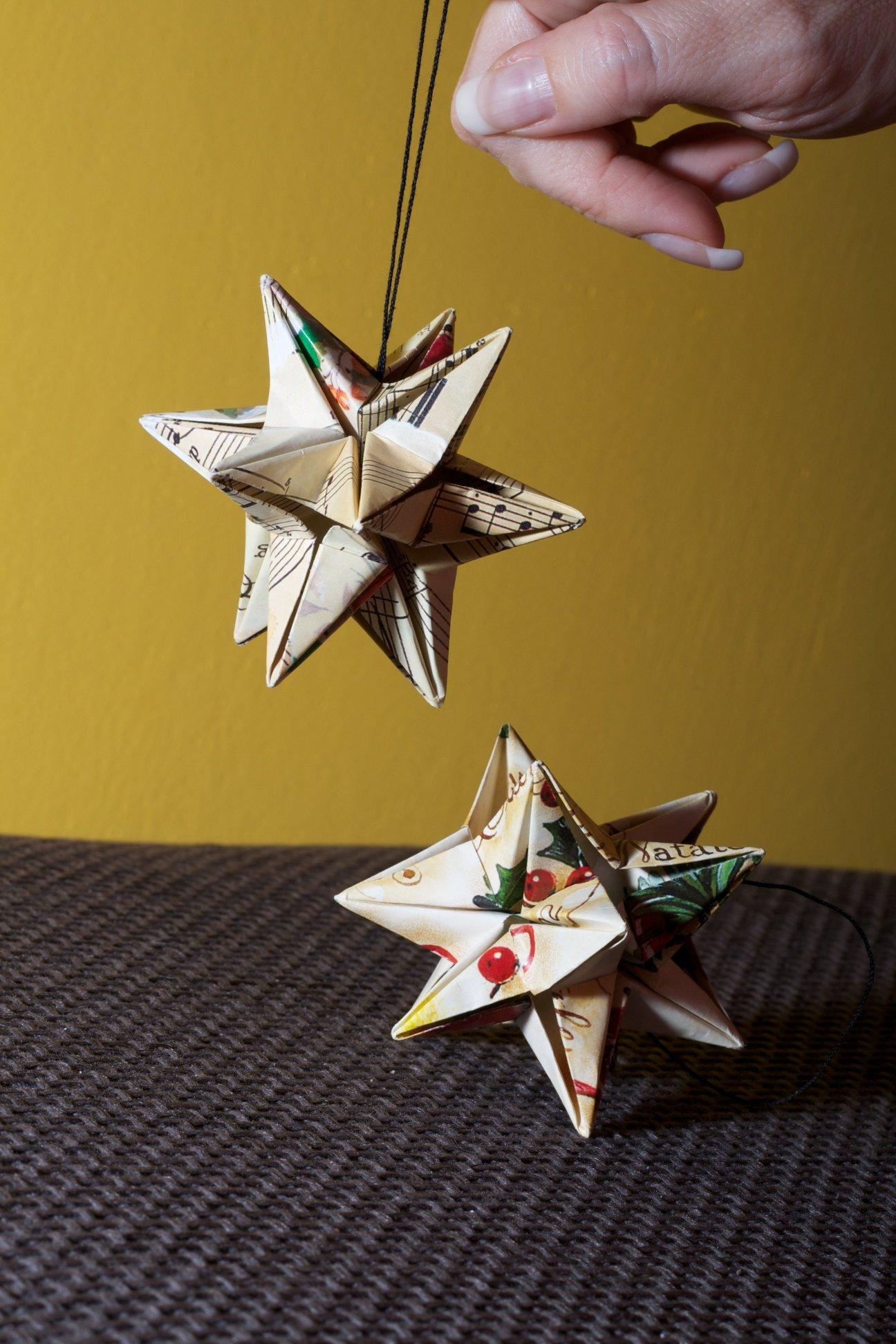 Origami stelle di carta per decorare il tuo natale cose for Decorazioni di carta da appendere