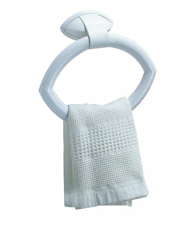 È realizzato in materiale plastico abs bianco il portasciugamani Perla di Bama. A forma di cerchio, misura L 24 x P 6,5 x H 17,5 cm. Prezzo 11 euro. www.bamagroup.com