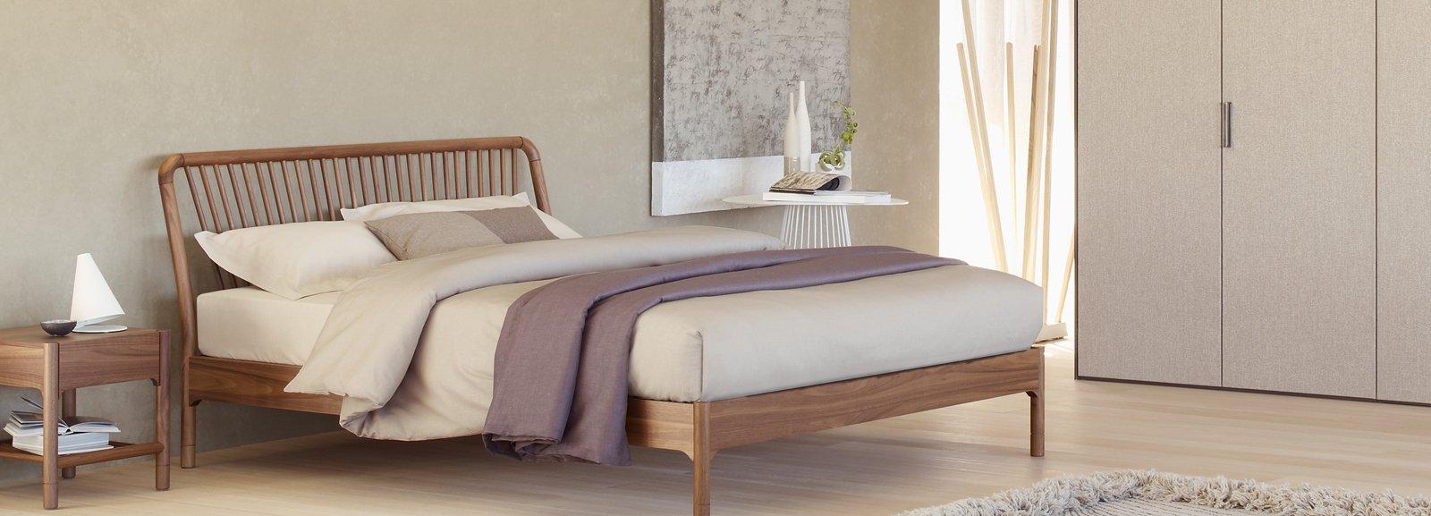 Camera da letto a tinte chiare cose di casa - Camino in camera da letto ...