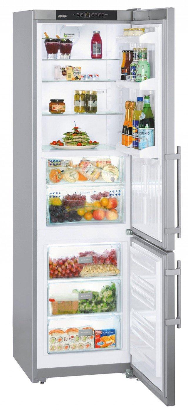 Il frigorifero combinato CBPesf 4013 di Liebherr, in classe A++ alto 200 cm e largo 60 cm, ha la porta in acciaio antimpronta e è dotato del sistema BioFresh per conservare più a lungo gli alimenti freschi grazie ai due cassetti a temperatura di circa 0°C in cui si può controllare il livello di umidità in base all'alimento riposto. Le mensole e i balconcini sono con ripiani in vetro e la luce è a LED. Costa 1.208,91 euro. www.bsdspa.it