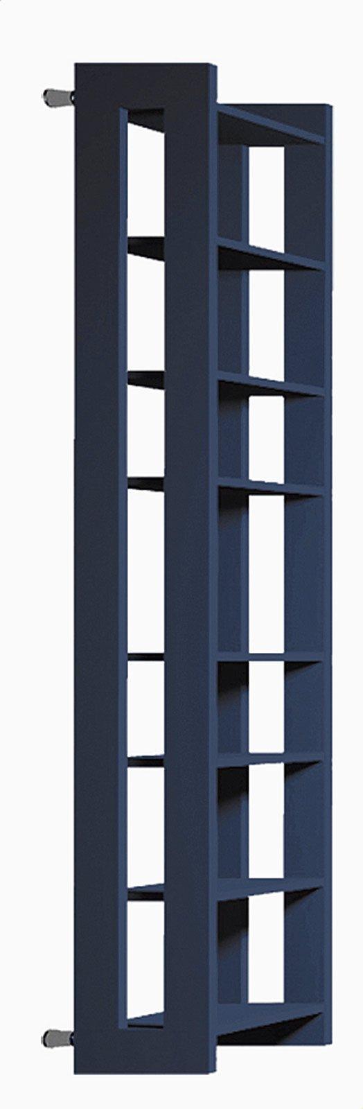 L'applicazione del colore sulle superfici scaldanti non interferisce in alcun modo con l'efficienza di queste. Inoltre particolari tonalità risultano valorizzate da alcuni trattamenti cui è sottoposto il metallo nel processo di produzione. Per esempio il fosfosgrassaggio, che serve a proteggere il ferro e a eliminare i residui della lavorazione prima dell'applicazione della finitura, enfatizza il blu.  Gli elementi verticali costituiscono il corpo scaldante del radiatore e quelli orizzontali si scaldano per conduzione; misura L 56 x H 180 cm e costa 1.159 euro Paco di Brem ] www.brem.it