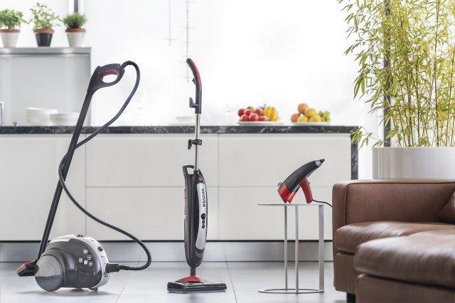 Steamjet è la nuova gamma di prodotti Hoover che permette una pulizia profonda della casa. Comprende scopa a vapore SteamJet adatta alla pulizia di pavimenti, ma anche utilizzabile su tappeti e moquette con lo specifico accessorio in dotazione, SteamJet Compact a traino con potenza di 1.600 watt e fino a 5 Bar di pressione per pulire sia le superfici verticali, come finestre e piastrelle, sia orizzontali, come pavimenti e divani e pistola a vapore SteamJet Handy per superfici come specchi, finestre, piastrelle, divani o tappezzeria. SteamJet SSNB costa 100 euro, SteamJet CompactSCM 1600 costa 131 euro e SteamJet Handy costa SSNH1300 70 euro. www.hoover.it