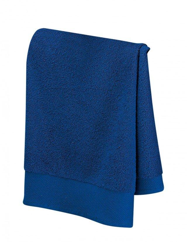 In spugna di 100% cotone, dal peso di 450 grammi al metro quadro, un asciugamano costa 6,60 euro Collez. Voglia di colore di Happidea ] www.happidea.it