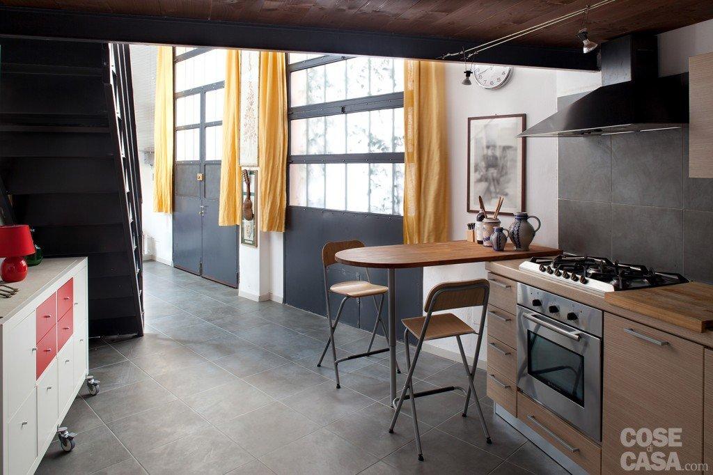 Loft una casa rinnovata con tante idee cose di casa - Cucina nel sottoscala ...