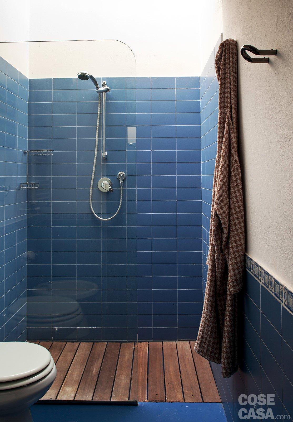 Loft una casa rinnovata con tante idee cose di casa - Idee bagno con doccia ...