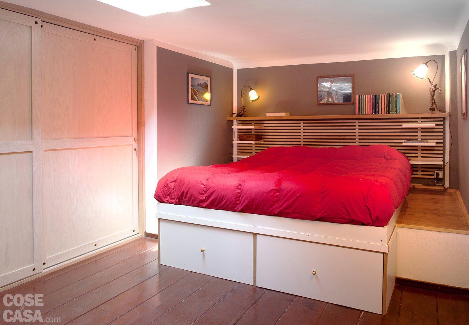 Casabook immobiliare loft una casa rinnovata con tante idee - Un letto in una nicchia ...