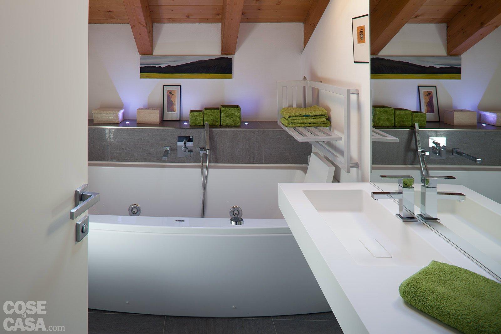 90 10 mq per una casa sottotetto che sfrutta bene gli spazi cose di casa - Bagno nel sottotetto ...