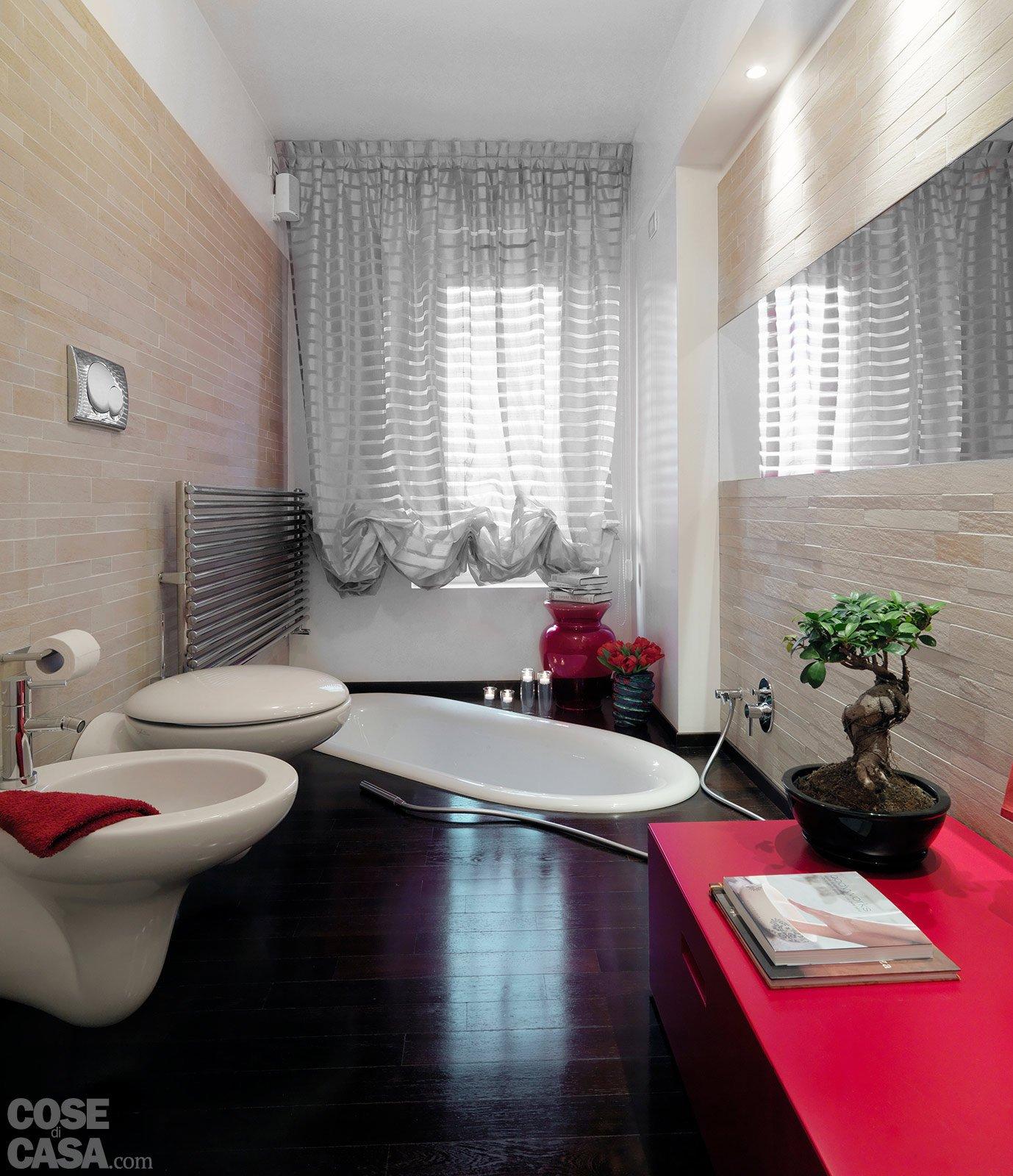 Idee per bagno stretto e lungo tx65 regardsdefemmes - Rifare il bagno di casa ...