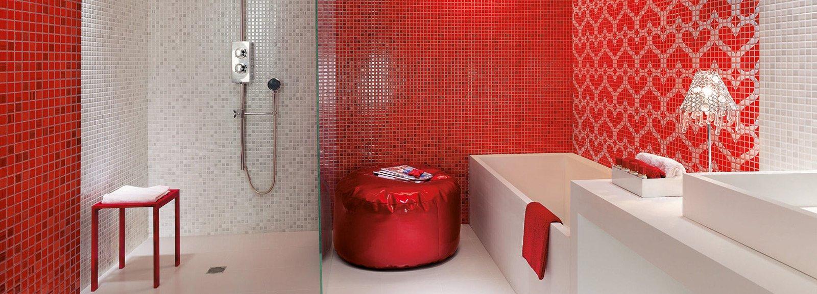 Bagno rosso per piastrelle sanitari complementi cose - Rivestimenti per bagno piccolo ...