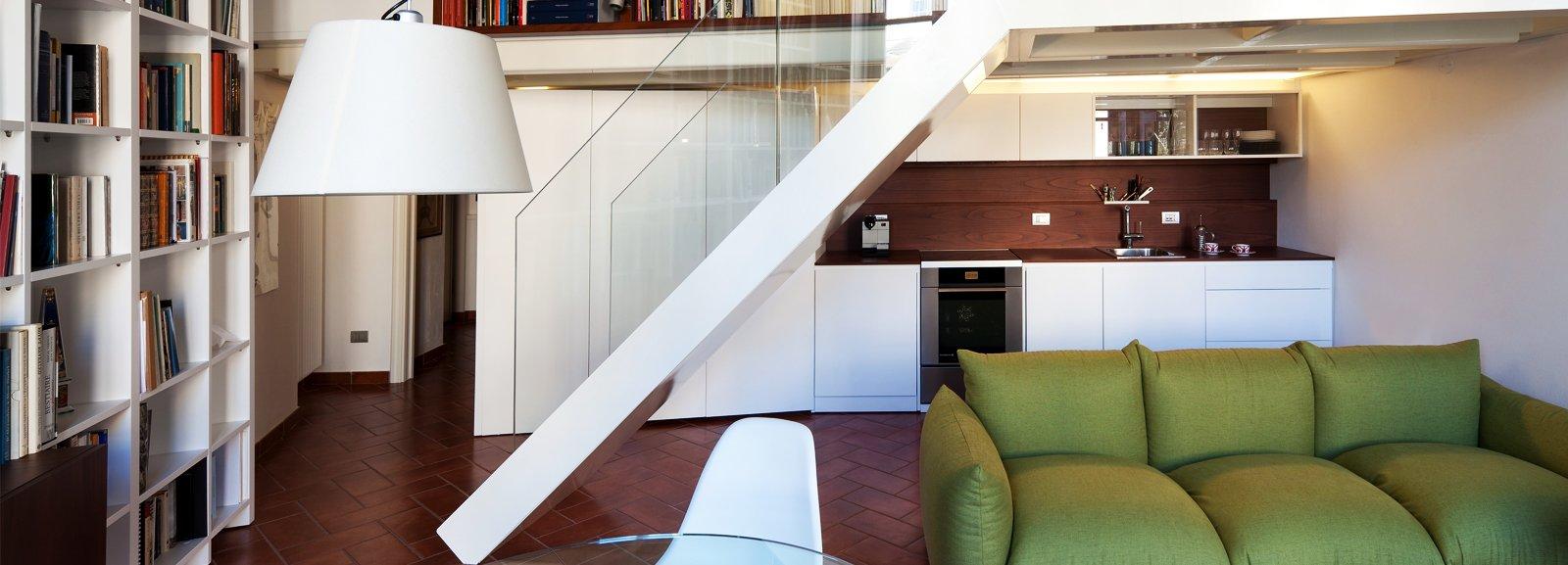 Un monolocale ampliato in altezza cose di casa - Altezza parapetti finestre normativa ...
