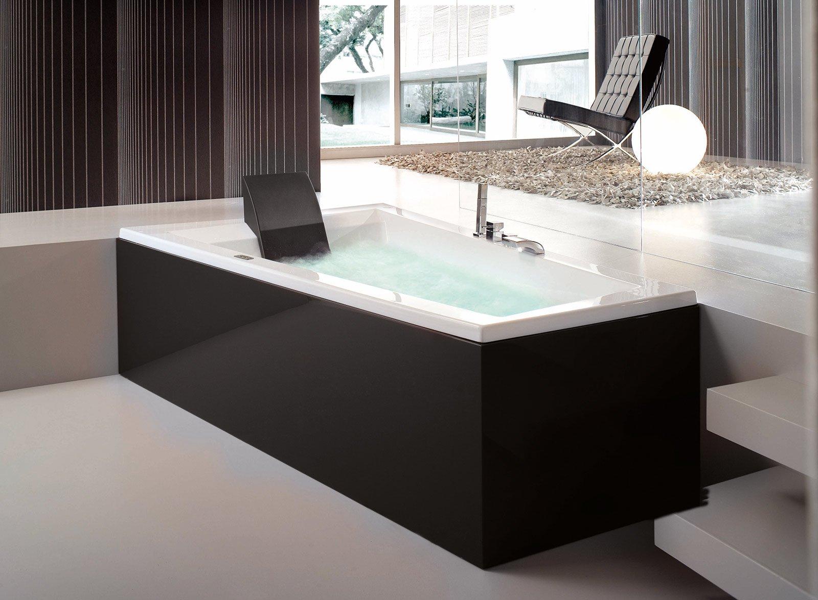Bagno con un tocco di nero cose di casa for Vernice per vasca da bagno