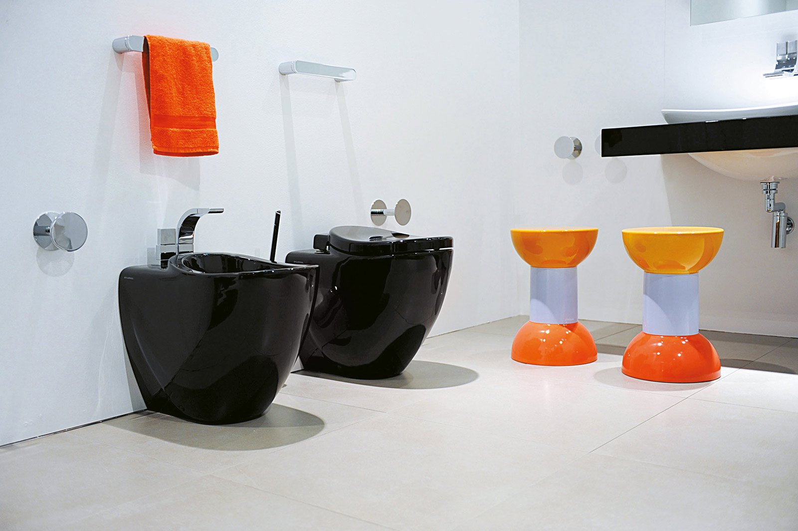 Bagno con un tocco di nero cose di casa - Flaminia sanitari bagno ...