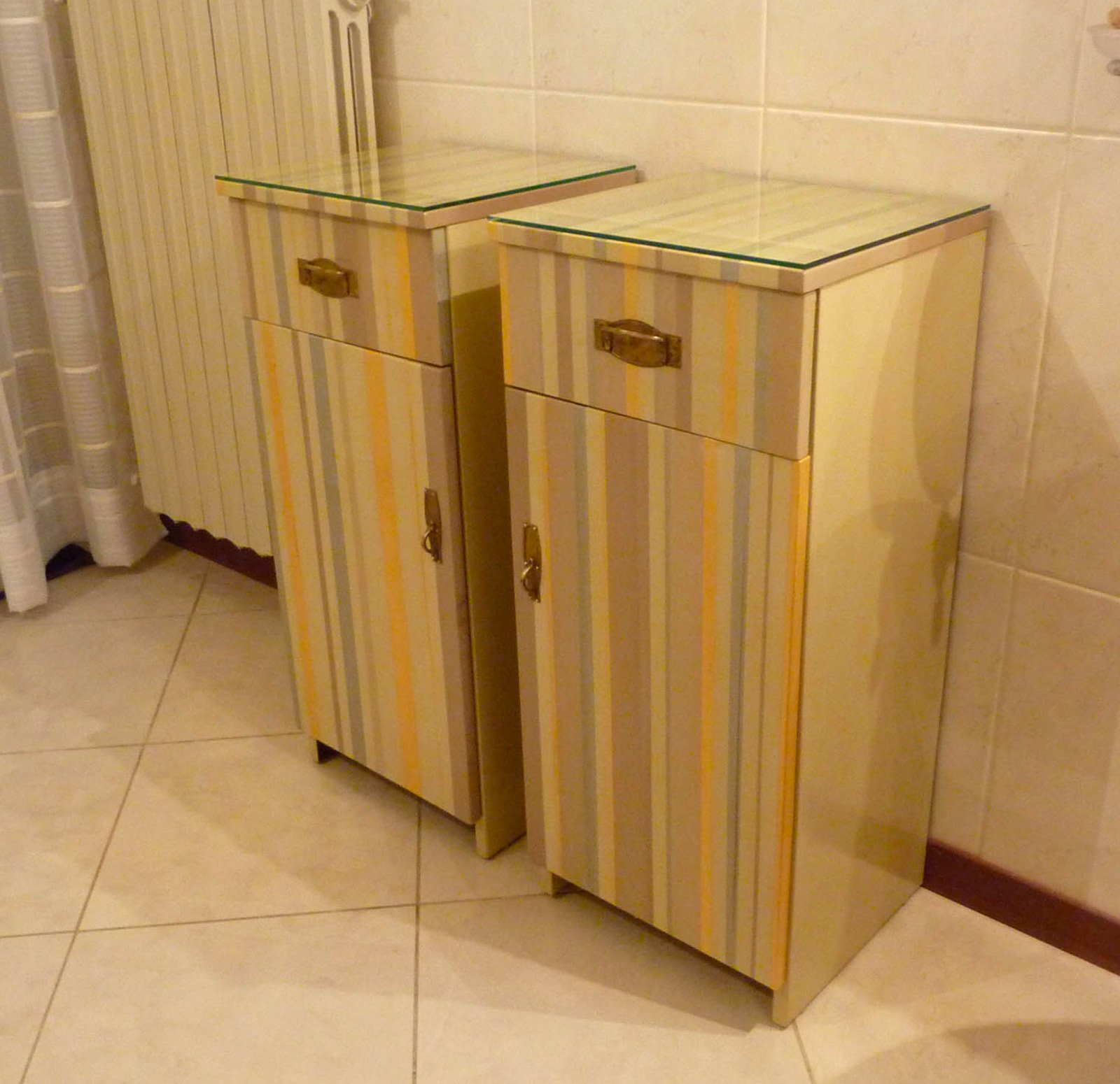 Restyling colorato per un vecchio mobiletto cose di casa - Mobiletto fai da te ...