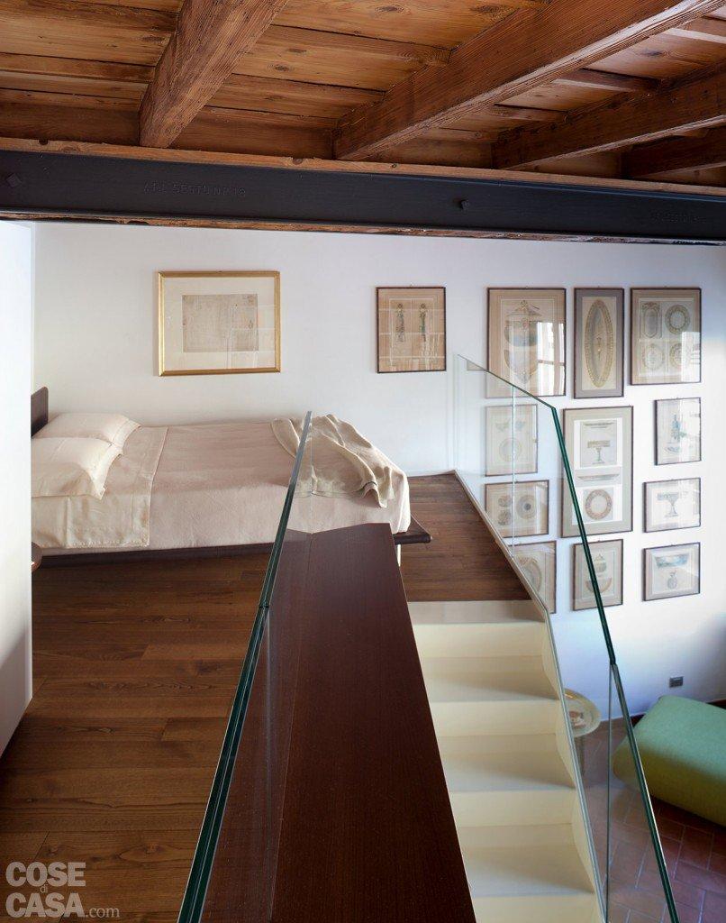 Un monolocale ampliato in altezza cose di casa for Camera soppalco