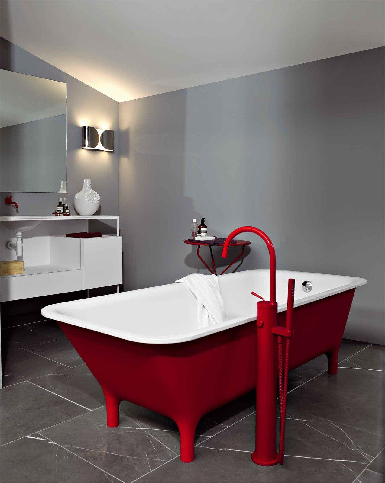 Bagno: rosso per piastrelle, sanitari, complementi - Cose di Casa