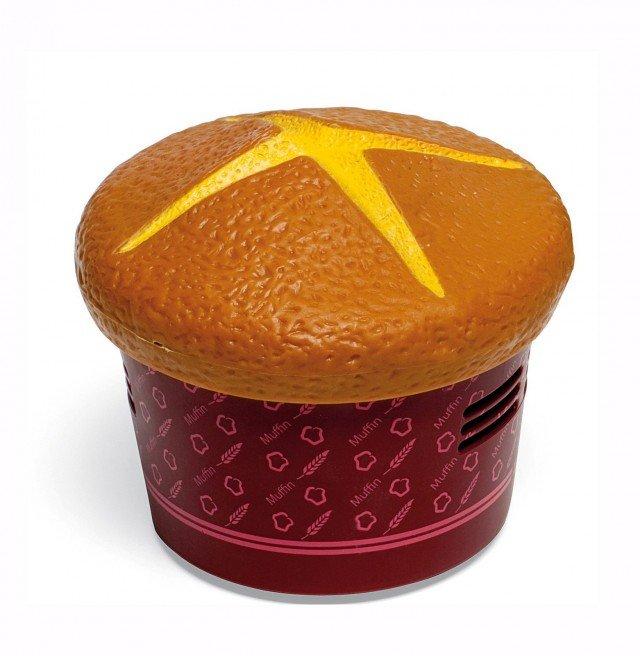 Ecco un muffin che invece aspira le briciole da tavola. In abs, è disponibile anche con altre sagome.   Table Vacuum di Outlook Design  costa 18 euro)