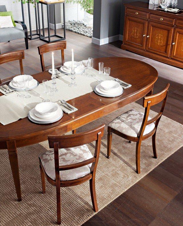 Ovale, il tavolo allungabile con struttura in faggio/ciliegio e piano e filetti intarsiati in acero e ciliegio misura L 167/247 x P 110 x H 79 cm e costa 2.418 euro Gelsomino di Le Fablier  www.lefablier.com