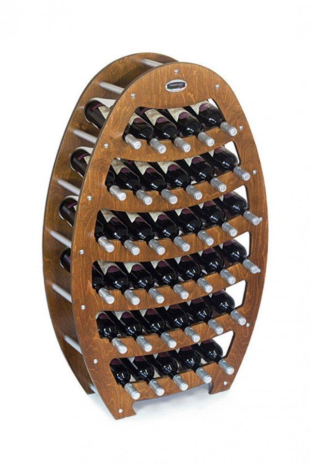Offre posto a 36 bottiglie la cantinetta in legno finitura noce. I piedi sono in gomma, i distanziatori in metallo satinato. Misura L 75 x P 25 x  H 120 cm. Costa 130 euro  Botte B. 36 di Original legno www.original-legno.it