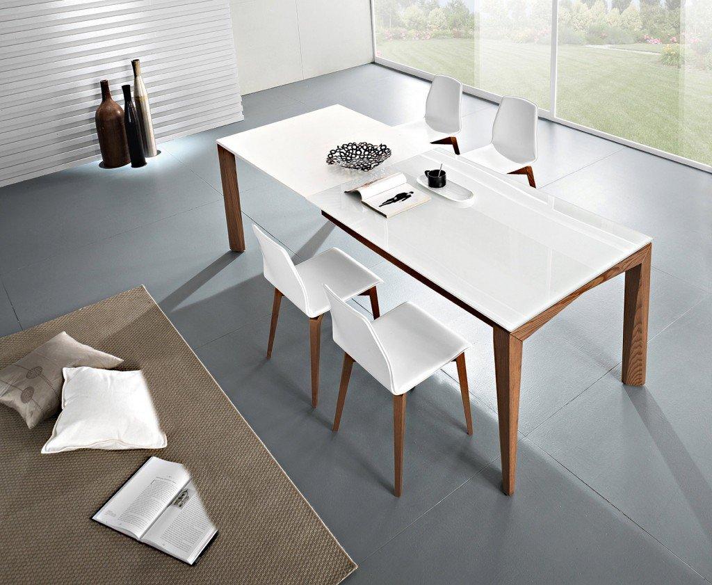 Tavoli maxi per arredare la zona pranzo cose di casa for Tavolo da pranzo con sedie