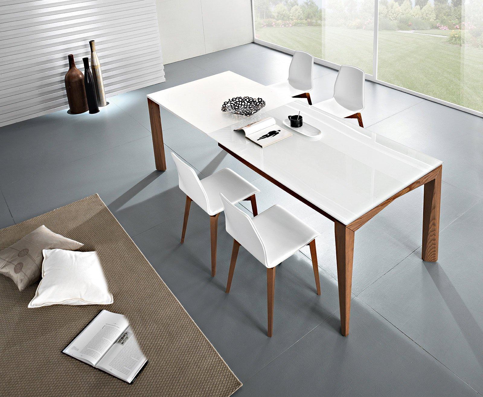 Tavoli maxi per arredare la zona pranzo cose di casa - Tavolo con sedie ...