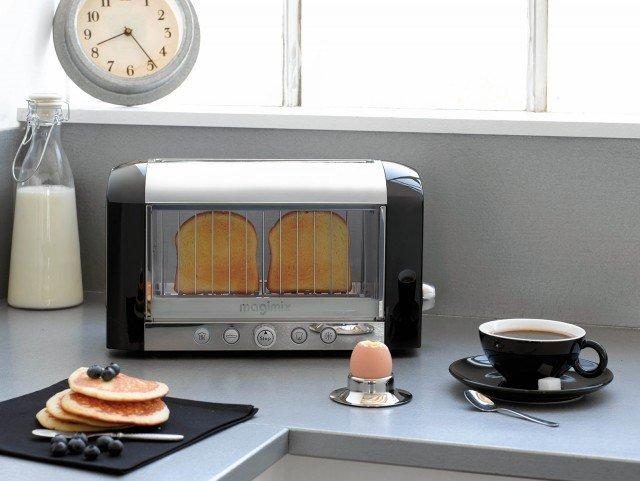 Iltostapane Toaster Vision ha lato trasparente per un migliorecontrollo sul grado di doratura.Il livello di tostatura, regolabile su 8 livelli, si ottiene grazie a quattro tubi al quarzo a infrarossi. E' dotato di uno sportello con doppia parete isolante e hapotenza di 1.450 watt. Prezzo 200 euro. www.magimix.com