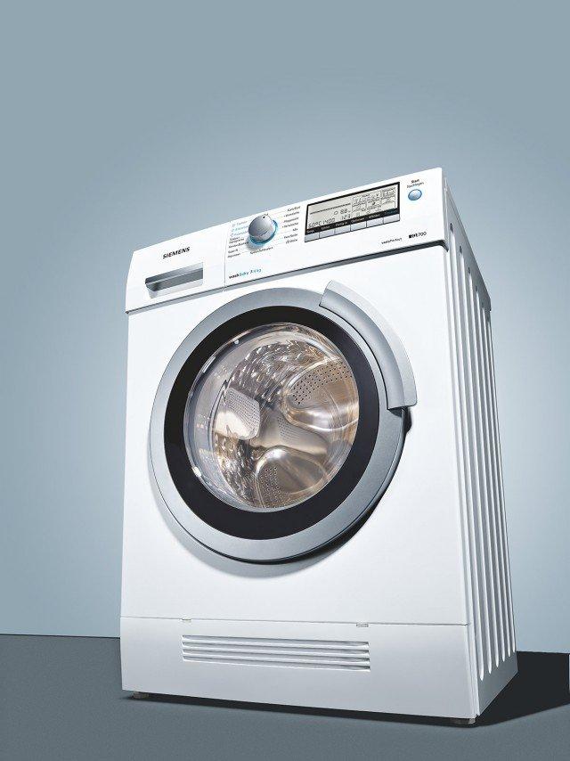 Appartiene alla serie iQ700 la lavasciugaWD14H540IT di Siemens, che funziona con tecnologia di condensazione ad aria cioè non consumando acqua durante l'asciugatura. In classe A, lava 7 kg e ne asciuga 4, ha riconoscimento automatico del carico e programmi speciali di asciugatura come quello della lanuggine. Misura L 60 x P 59 x H 84,2 cm.Prezzo 1.209 euro. www.siemens.it