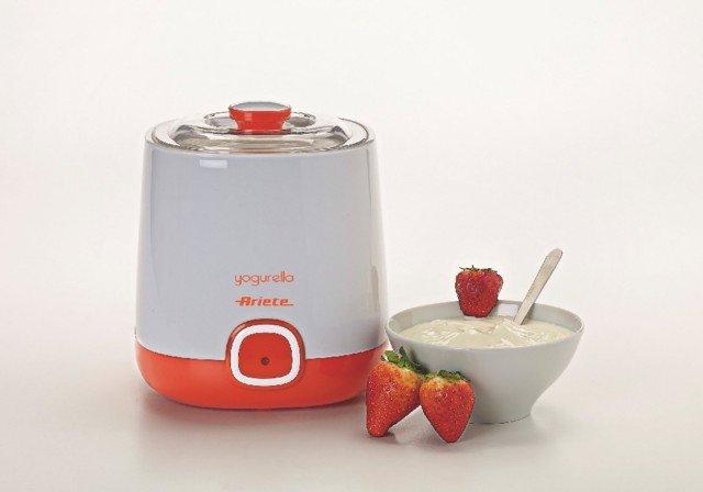 Yogurella Mod. 621 di Ariete è la yogurtiera compatta che riesce a preparare fino ad 1 litro di ottimo yogurt in 12 ore. Dotata di spia sul fronte che indica lo stato di funzionamento, ha anche un doppio coperchio che garantisce la massima igiene durante la preparazione. Prezzo 20 euro. www.ariete.net