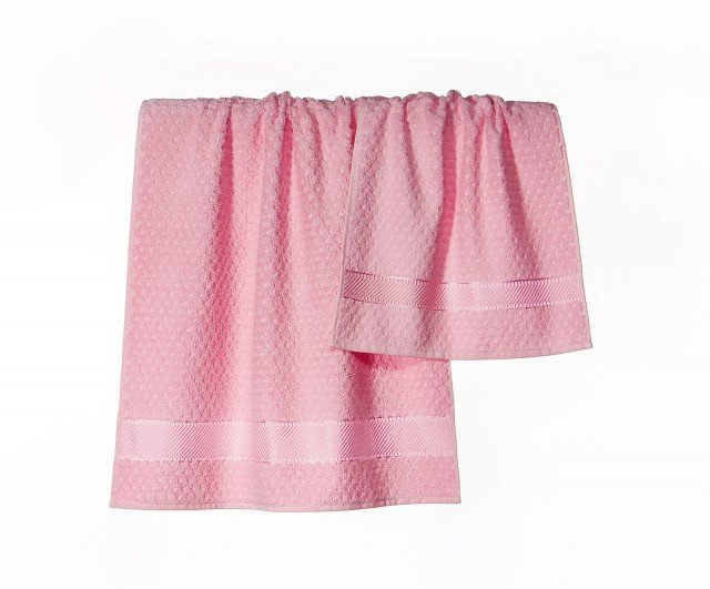 Sono disponibili in una vastissima gamma di colori gli asciugamani Sirena della collezione Spugnissima di Caleffi. Sono realizzati in spugna di puro cotone idrofilo 500 gr/m². L'asciugamano viso misura L 60 x P 110 cm, quello per ospite L 40 x P 60 cm. Prezzo della coppia viso e ospite 13,30 euro. www.caleffionline.it