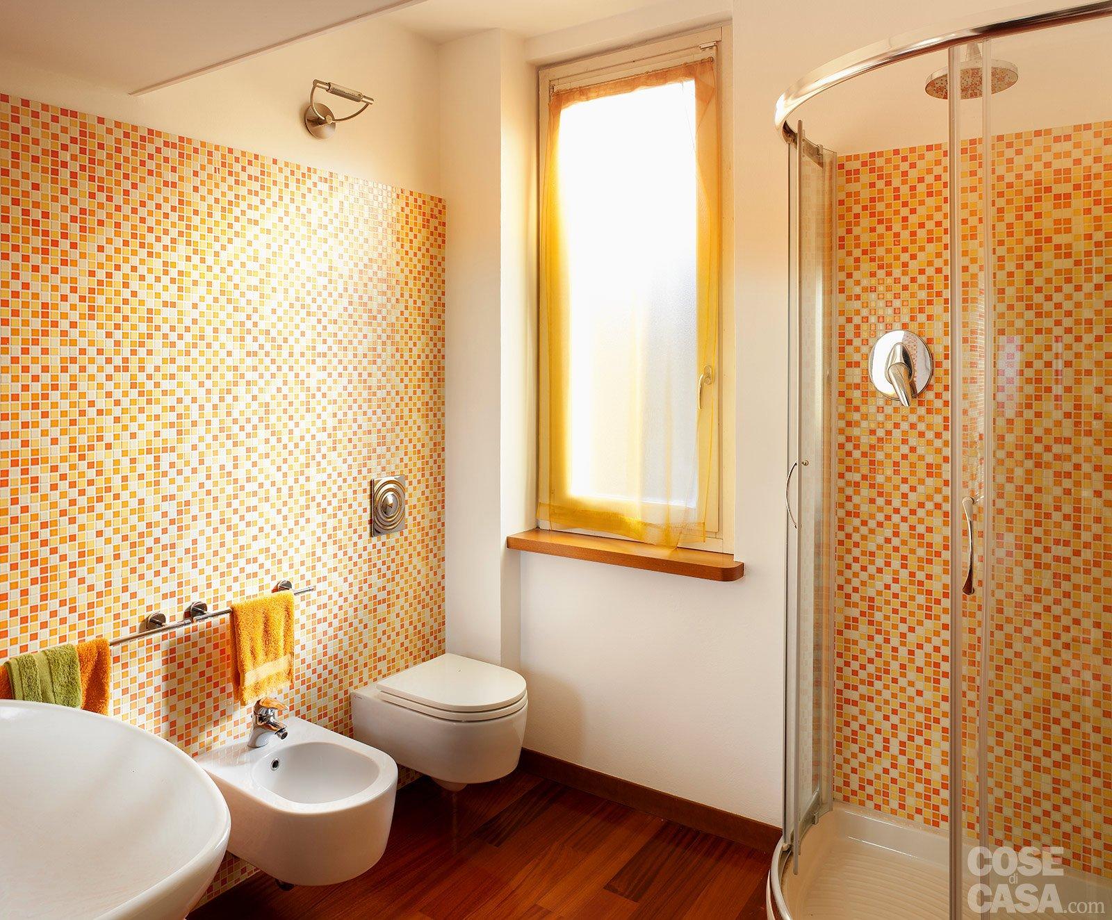 Una casa con vani a scomparsa cose di casa - Bagno mosaico rosso ...