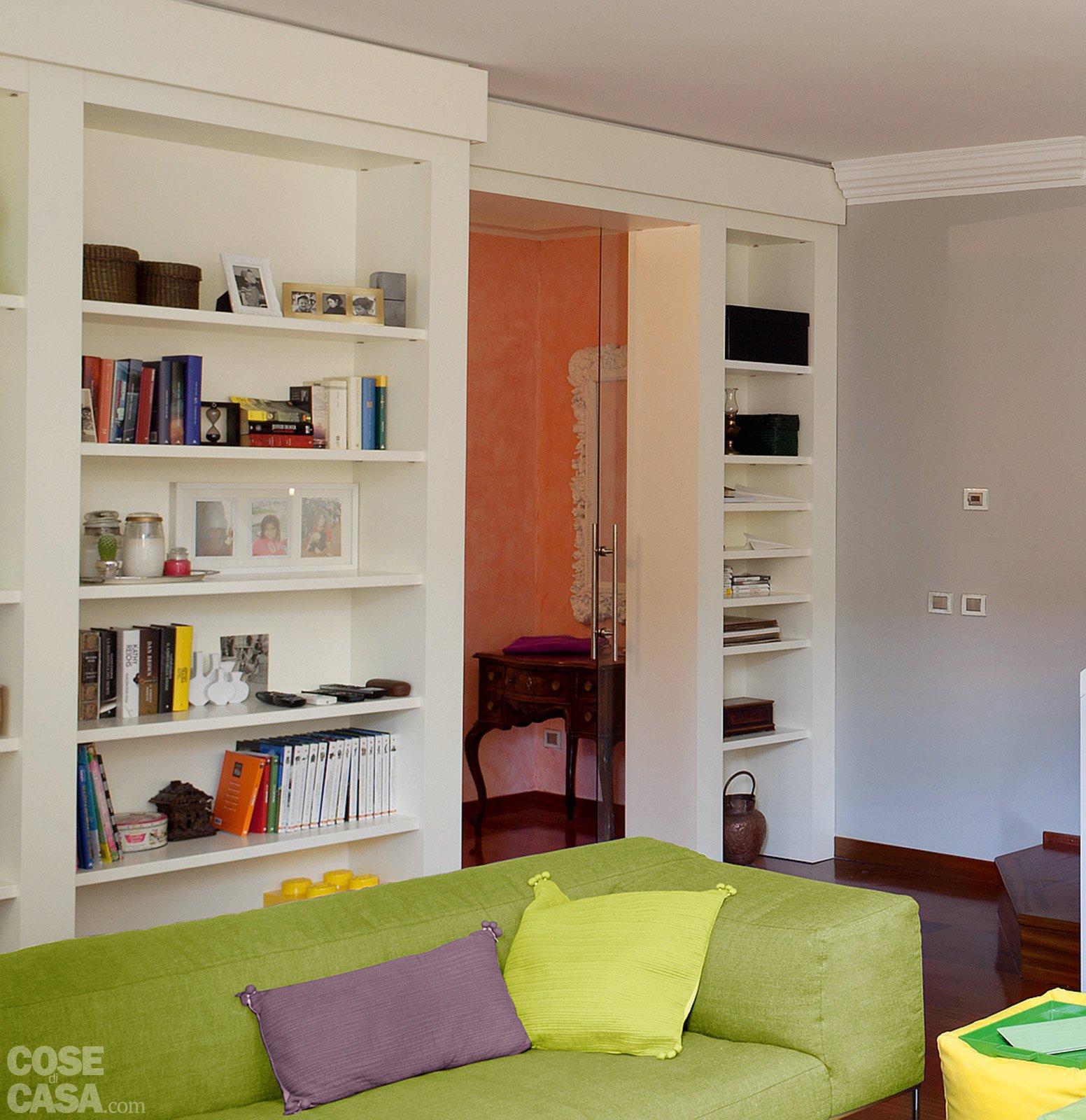 Una casa con vani a scomparsa cose di casa for Libreria divisoria con porta