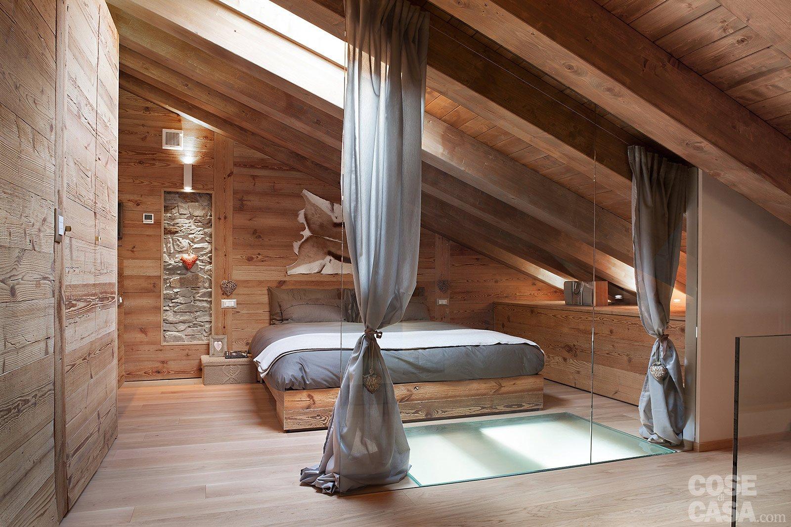 Atmosfera da chalet in una casa moderna cose di casa for Finestre a soffitto