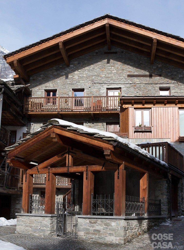 Atmosfera da chalet in una casa moderna cose di casa for Disegni di casa italiana moderna