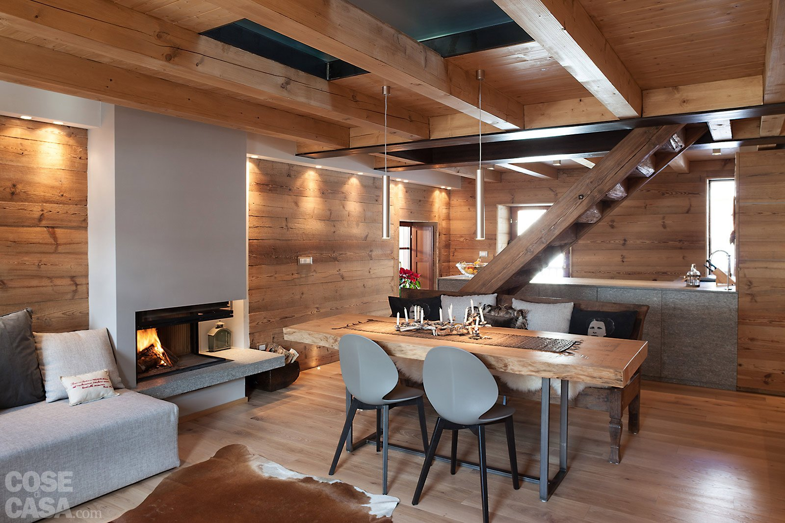 Atmosfera da chalet in una casa moderna cose di casa for Case di legno rustico