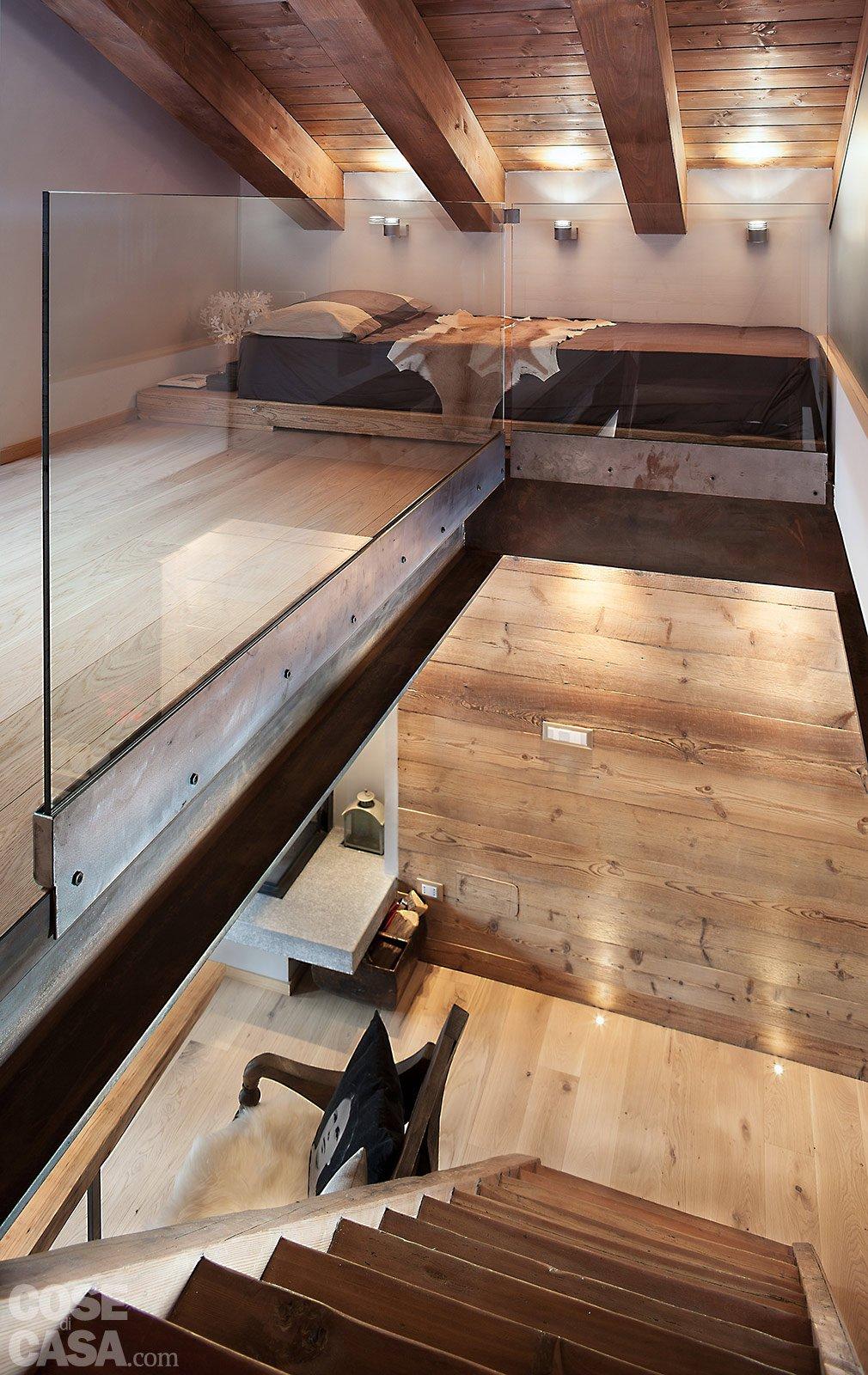 Atmosfera da chalet in una casa moderna cose di casa - Come fare un soppalco in casa ...