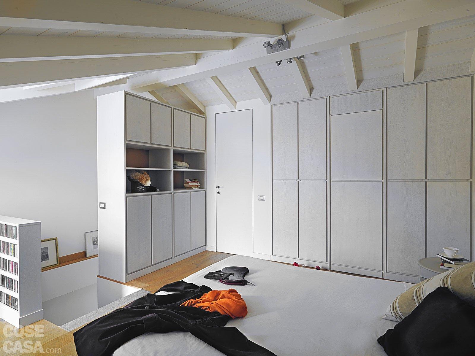 Una casa con zona giorno open space e camera sottotetto for Pdf di piani di casa di due camere da letto
