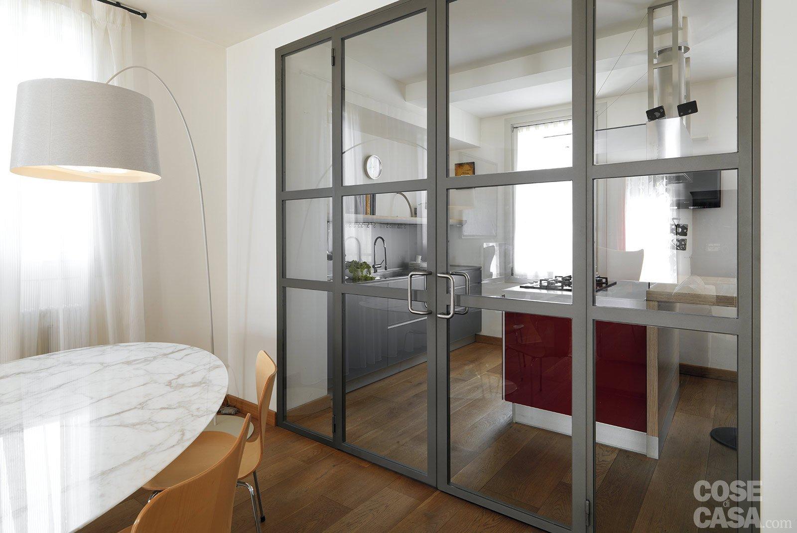 Una casa con zona giorno open space e camera sottotetto for Cucina a pianta aperta e camera familiare
