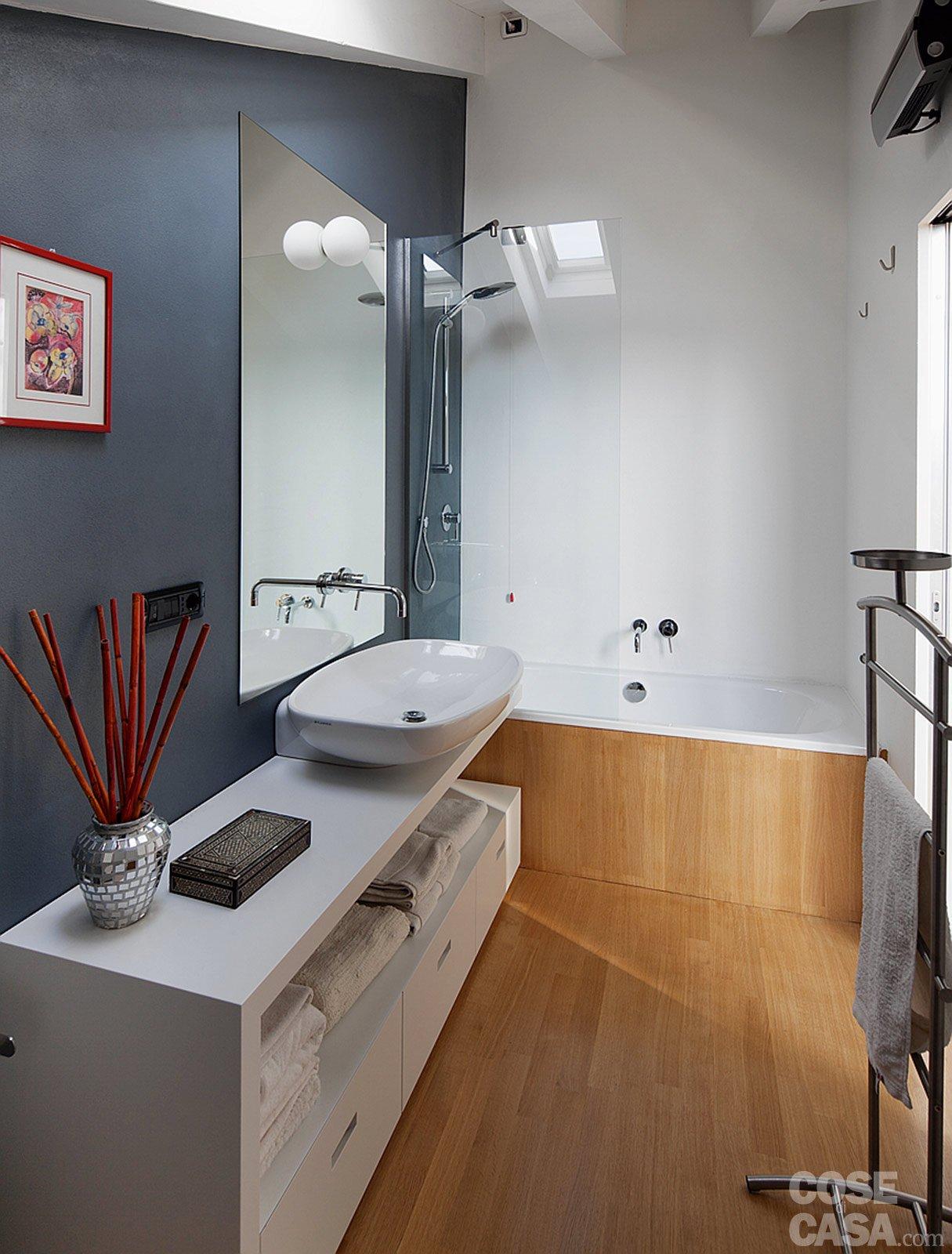60 50 mq una casa con elementi a scomparsa cose di casa - Rivestimento bagno legno ...